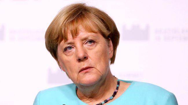 Angela Merkel Menyerukan Larangan Penggunaan Cadar di Jerman