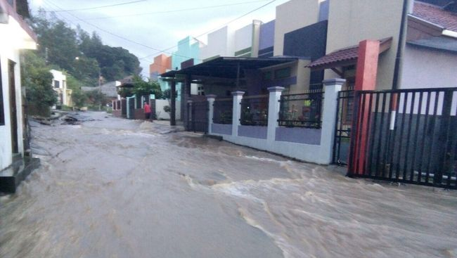 Banjir Bandang, Jembatan Tasikmalaya-Cipatujah Putus