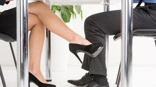 Buah Manis Setelah 'Melepas' Suami Orang