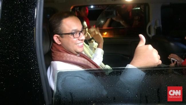 Popularitas Anies Baswedan yang diprediksi lebih tinggi dari Sandiaga Uno menjadi daya tawar tinggi baginya, yang diduga membuat mantan Mendikbud itu bertukar posisi dengan Sandiaga dari cawagub menjadi cagub. (CNN Indonesia/Rinaldy Sofwan Fakhrana)