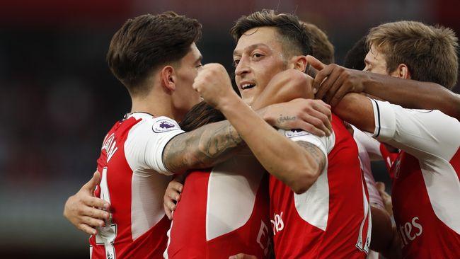 Agen: Mesut Oezil Ingin Bertahan di Arsenal