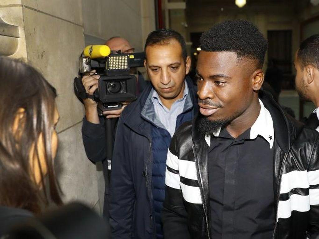 Serge Aurier (bek kanan). Pada September 2016, Aurier dinyatakan bersalah atas kasus penyerangan polisi dan dihukum penjara dua bulan. Saat ini pemain 25 tahun itu bermain di Tottenham Hotspur. (PATRICK KOVARIK/AFP)
