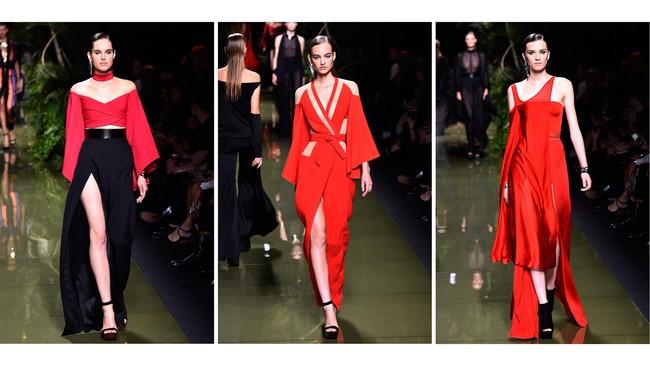 Balmain juga menghadirkan koleksi gaun malam yang berani dan menantang dalam palet warna merah menyala. (AFP PHOTO / BERTRAND GUAY)