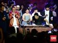 Gempita Glenn Fredly Rayakan Usia Baru bersama Sang Idola