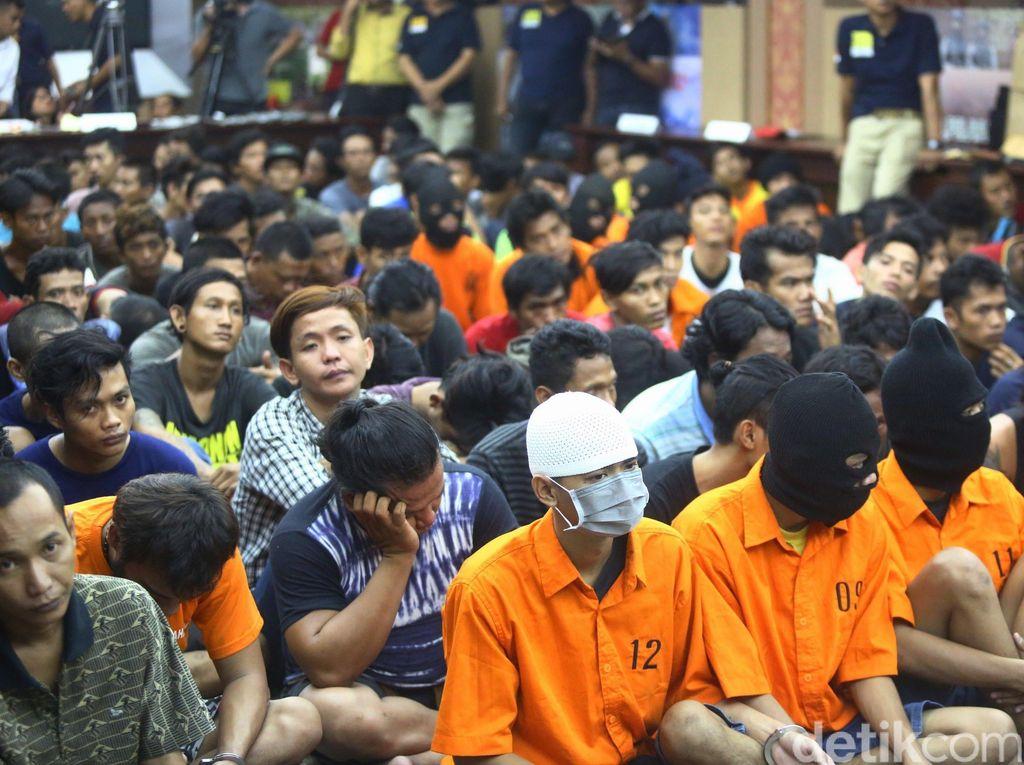 Dalam operasi yang digelar selama tiga hari, Polda Metro Jaya menangkap sejumlah 586 preman.