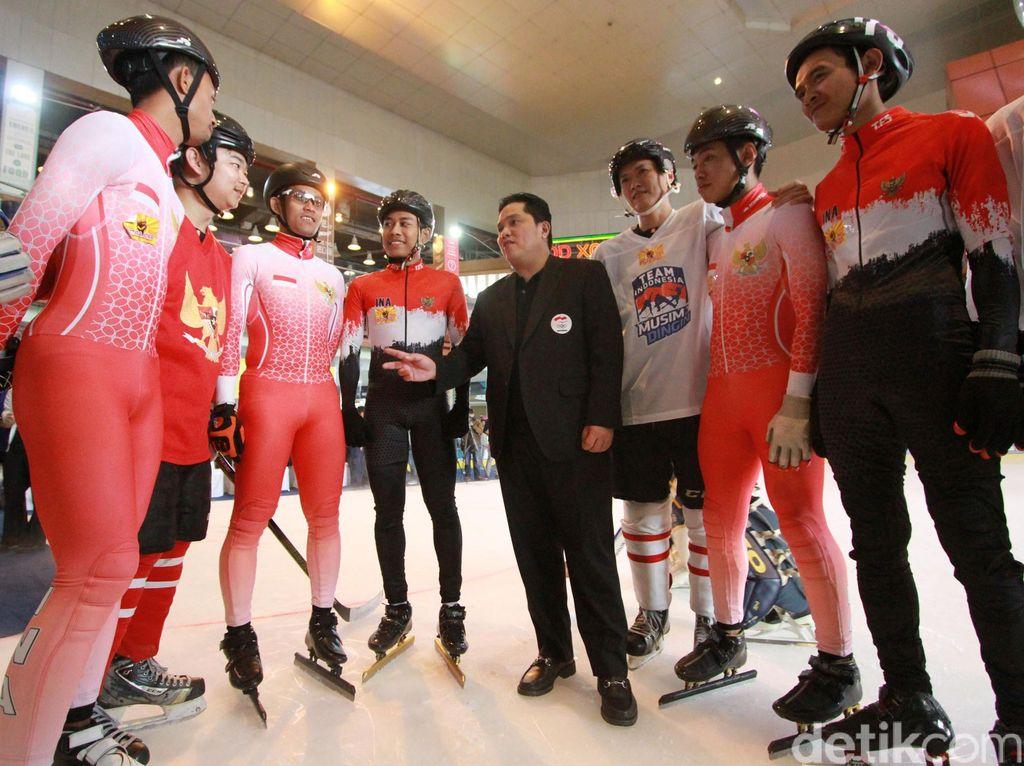 Ketua KOI, Erick Thohir saat memberikan motivasi kepada para atlet short track speed dan hoki.