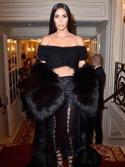Terungkap! Kim Kardashian Pakai Gaun Balmain Saat Bercinta dengan Kanye West