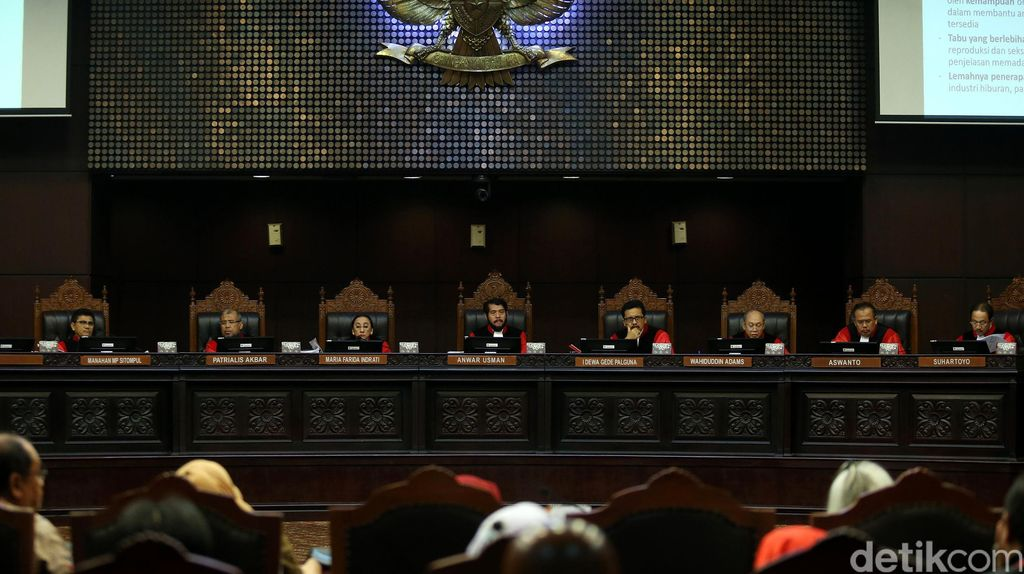 TKN: Jokowi-Ma'ruf Tak akan Hadir di Sidang Putusan MK