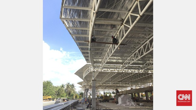 Penyempurnaan dan penyelesaian terminal Bandara Supadio merupakan proyek tahap III yang dikerjakan oleh PT Nindya Karya.