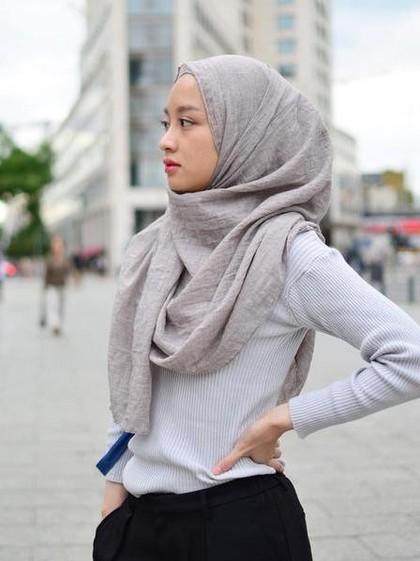 Foto Gaya Hijab Simple Anak Kuliah Ala Hijabers Cantik Gita Savitri