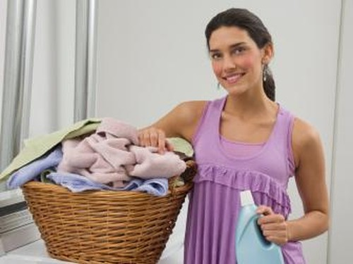 Cara Mudah Hilangkan Noda-noda Kosmetik di Baju