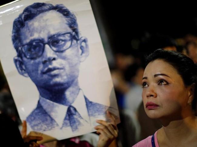 Raja Thailand Bhumibol Adulyadej meninggal dunia pada usia 88 tahun, Kamis (13/10). (Reuters/Athit Perawongmetha)