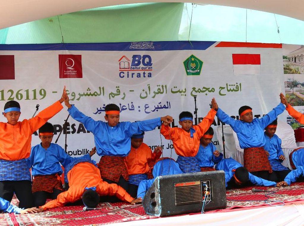 Tari Saman dari Aceh yang dibawakan oleh santri laki-laki Pesantren Baitul Quran meramaikan acara ini. Pool/dok. Kemenag.