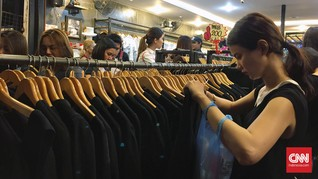Kaus Hitam Laris Manis dalam Masa Berkabung di Thailand