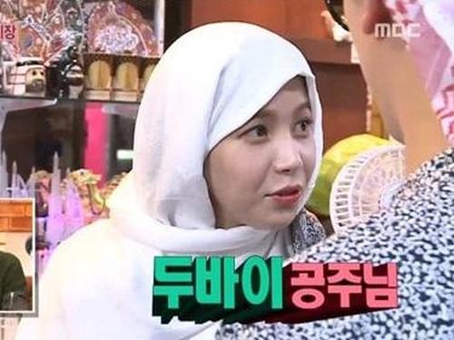 Ketika Idola K-Pop Solar Mamamoo Tampil dalam Balutan Abaya dan Kerudung