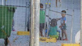 AS Tunda Proses Wawancara Pencari Suaka di Kamp Australia