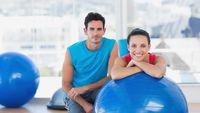 Pilates bisa mengencangkan otot dan memperbaiki postur tubuh seseorang. Manfaat lainnya tentu saja membuang kalori bahkan bisa membantu program kehamilan. Hmm patut masuk alternatif pilihan. Foto: ilustrasi/thinkstock