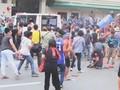 Mobil Polisi Filipina Lindas Demonstran Tertangkap Kamera