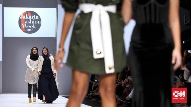 Puluhan Ribu Pecinta Mode Padati Jakarta Fashion Week