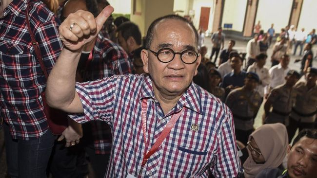 Ruhut Bandingkan Korupsi Era Jokowi dan Soeharto