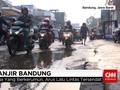Tim Gabungan Cari Kendaraan yang Terseret Banjir Bandung