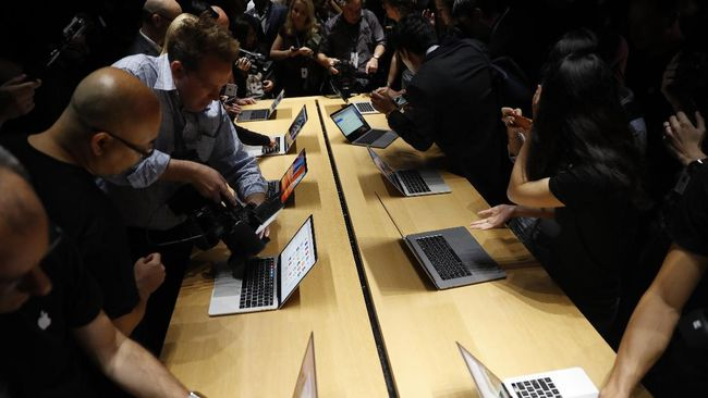 MacBook Pro Bantu Apple Salip Asus di Bisnis Notebook