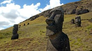 Patung-patung di Pulau Paskah Diserang 'Kusta'