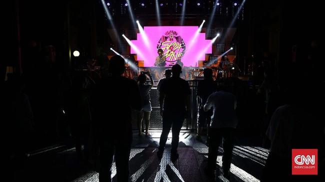 Industri musik di Indonesia mulai berani menampilkan geliatnya dan mau unjuk gigi tanpa 'embel-embel' bintang mancanegara dalam festival yang digelar. (CNN Indonesia/Safir Makki)