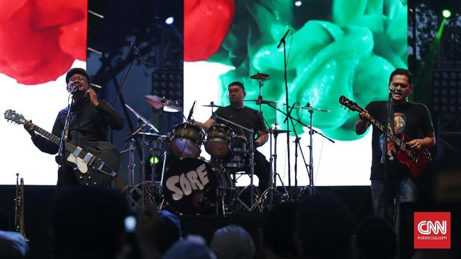 Musisi-musisi Indonesia yang tergabung dalam gelaran Synchronize Fest 2016 punya satu visi: ikut melahirkan regenerasi di industri musik itu sendiri. (CNN Indonesia/Safir Makki)