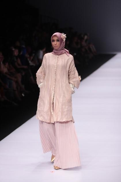Foto: Inspirasi Busana Hijab Pesta dari Dian Pelangi Hingga Ria Miranda 1