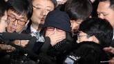 Pada Jumat (4/11), Park meluncurkan pidato nasional, menekankan bahwa dia bersedia diselidiki atas dugaan kasus korupsi, yang melibatkan sahabatnya, Choi Soon-Sil, yang kini mendekam dalam tahanan polisi. (Seo Myeong-gon/Yonhap via Reuters)