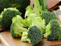 Selain kaya serat, tekstur kasar brokoli berperan sebagai agen 'penggosok gigi' alami. Campurkan potongan brokoli pada menu makanan Anda dapat diterapkan mulai sekarang. Foto: GettyImages