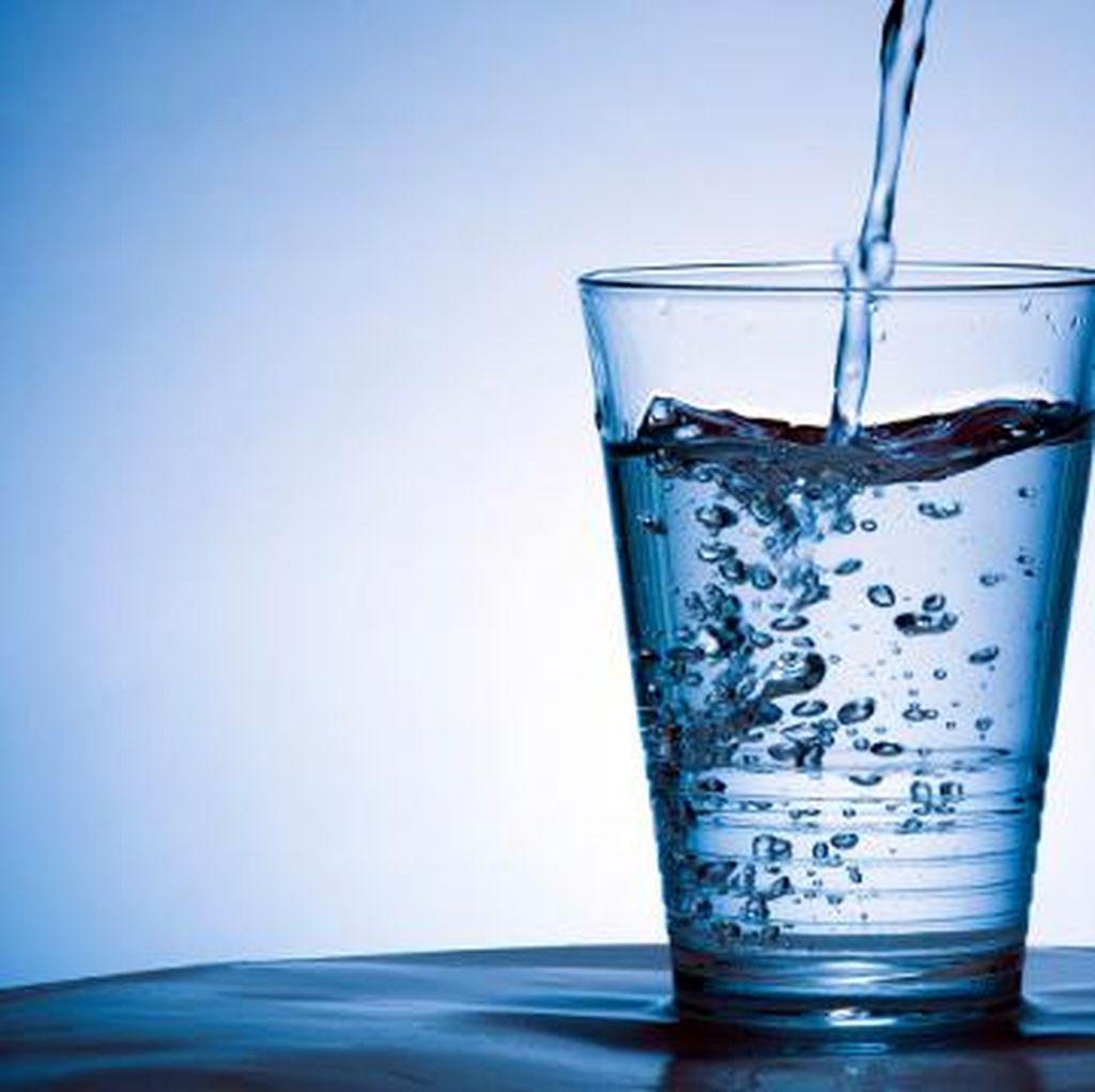 Tak Harus Kangen Water, Dokter Lebih Sarankan Minum Air Putih