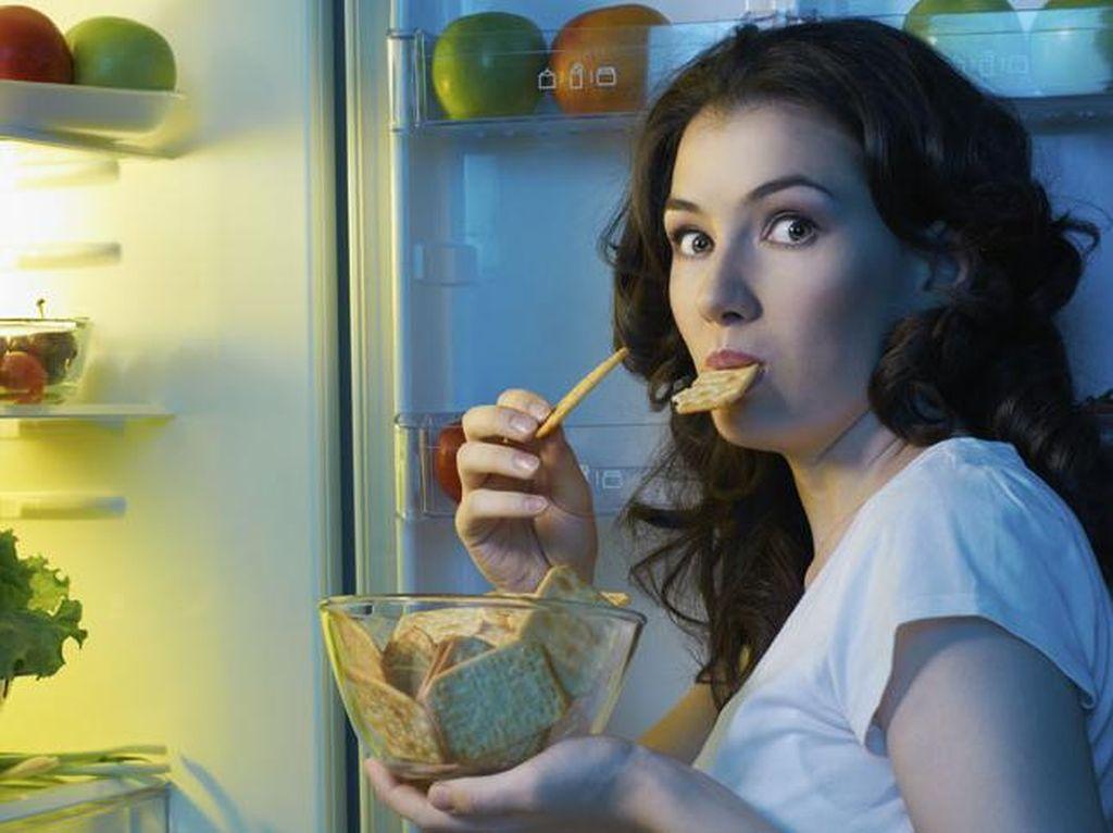 Terbangun dan Kelaparan Tengah Malam? Ini Makanan yang Tak Bikin Gemuk