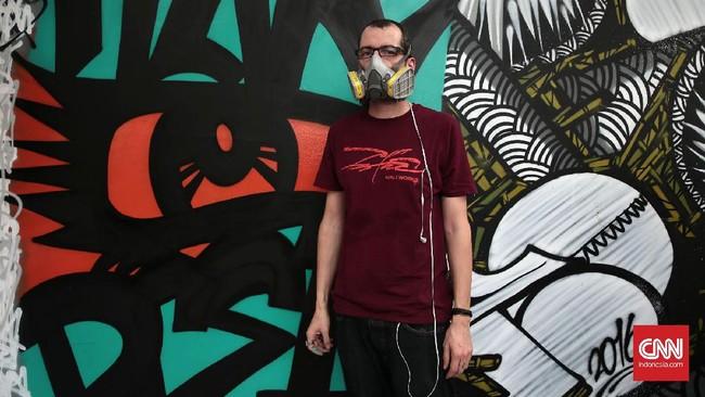 Acara itu diselenggarakan oleh Institut Perancis Indonesia (IFI), menampilkan 10 seniman yang akan sama-sama mewarnai dinding Jakarta dengan karya grafiti mereka. (CNN Indonesia/Andry Novelino)