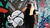 Seniman mural Indonesia pun berkesempatan berkolaborasi dengan seniman jalanan Perancis, dalam pekan seni grafiti bertajukk Off the Wall, 2-7 November 2016. (CNN Indonesia/Andry Novelino)