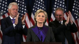 Pejabat FBI Sempat Sebut Clinton 'Harus Menang' Pilpres