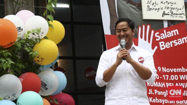 Pandji Pragiwaksono Kritik Politik lewat Tur Stand Up Comedy