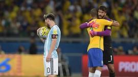 Alisson Tak Mau Disebut Sebagai Penakluk Messi