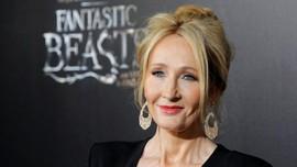 Fan Kritik J.K. Rowling soal Hubungan Dumbledore-Grindelwald