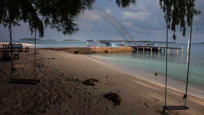 Tumpahan Minyak Karawang 'Hantui' Pariwisata Pulau Seribu