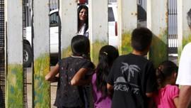Ratusan Anak Imigran AS Belum Dipertemukan dengan Orang Tua