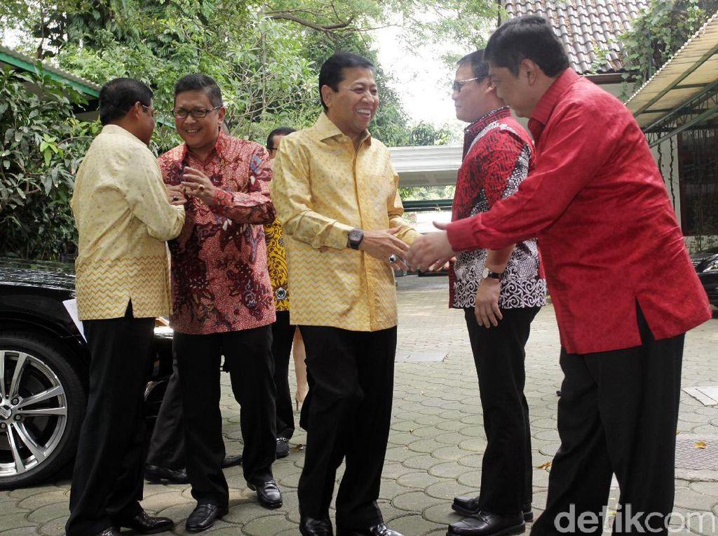 Mantan Ketua DPR itu ditemani Sekjen Golkar Idrus Marham, Ketua DPP Golkar Nurul Arifin, dan Ketua DPP Golkar Yahya Zaini.