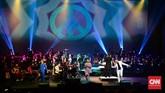 Setelah konser selesai, penonton meminta Twilite Orchestra membawakan lagu kembali. Once, Sandhy, Aqi dan Angel naik ke atas panggung untuk membawakan lagu Hey Jude dan Obladi Oblada sebagi encore.