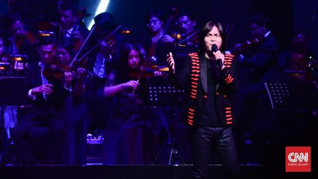 Dengan suara khas yang tinggi Once Mekel membawakan lagu Let It Be. Kualitas Once sebagai vokalis sudah tidak diragukan lagi.