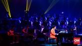Salah satu pendiri Twilite Orchestra, Oddie Agam memainkan piano untuk berkolaborasi dengan G-Pluck. Tak lupa Twilite Orchestra mengiringi mereka dengan baik tanpa suara sumbang dari alat musik.