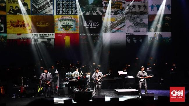 Band G-Pluck membuka konser Twilite Orchestra Presents The Beatles dengan membawakan lagu I Wanna Hold Your Hand. G-Pluck memang terkenal sebagai band yang meniru band The Beatles sampai pakaian dan gaya rambut.