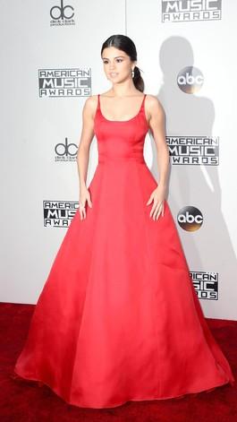 Gorgeous! Ini 10 Selebriti Berbusana Terbaik di American Music Awards 2016
