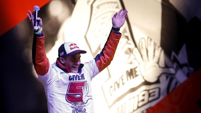 Nama Valentino Rossi Disebut-sebut di Perayaan Marquez