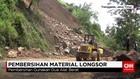 Pembersihan Material Longsor di Jalur Trenggalek-Ponorogo
